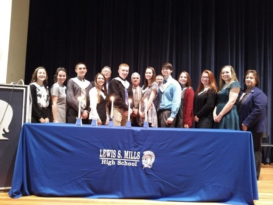 Principal Pamela Lazaroski, far right, poses for a group picture with students from the National Honor Society. Photo courtesy of Stephanie Cowger