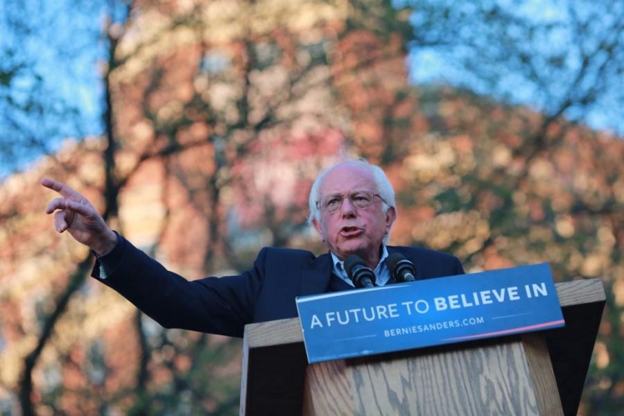 Bernie+Sanders+spoke+to+several+thousand+spectators+on+the+New+Haven+Green+Sunday+in+advance+of+Connecticut%27s+Tuesday+primary.+