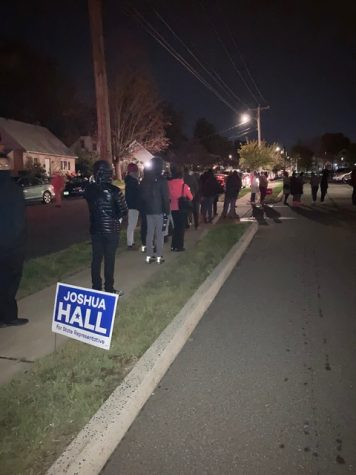 Connecticut citizens lining up to vote on election day 2020.